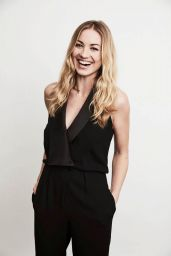 Yvonne Strahovski - 2017 Winter TCA Tour