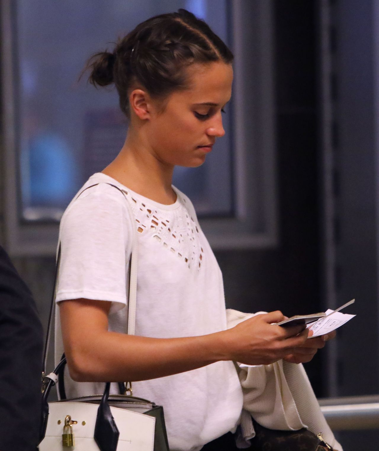 Alicia Vikander Jetting Out of Cape Town off to the Oscars ...