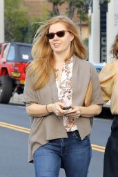 Amy Adams - Walks With a Friend on Melrose Ave For a Shopping, Beverly Hills 2/9/ 2017