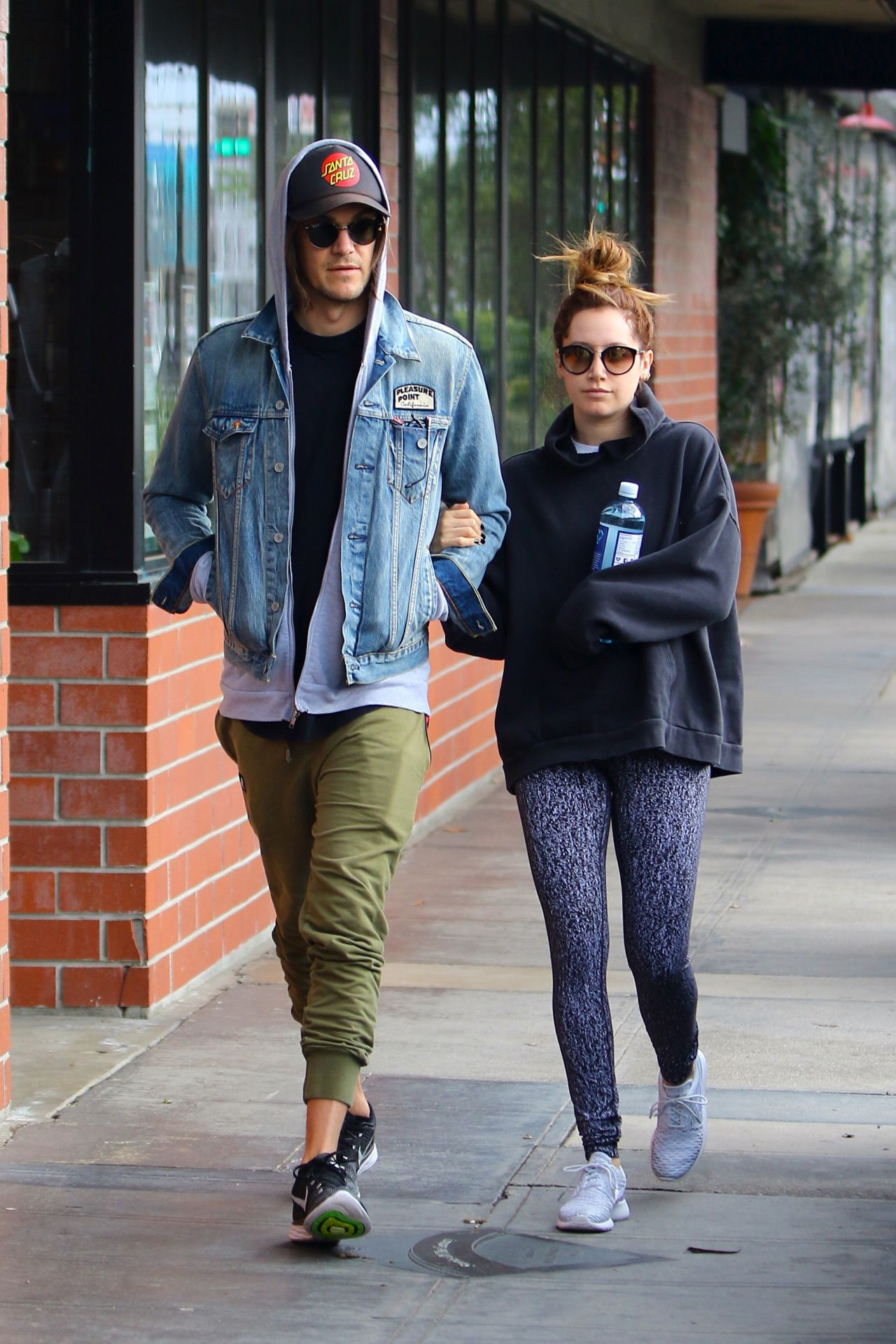 Ashley tisdale with christopher french in la nudes (69 photo), Twitter Celebrites fotos