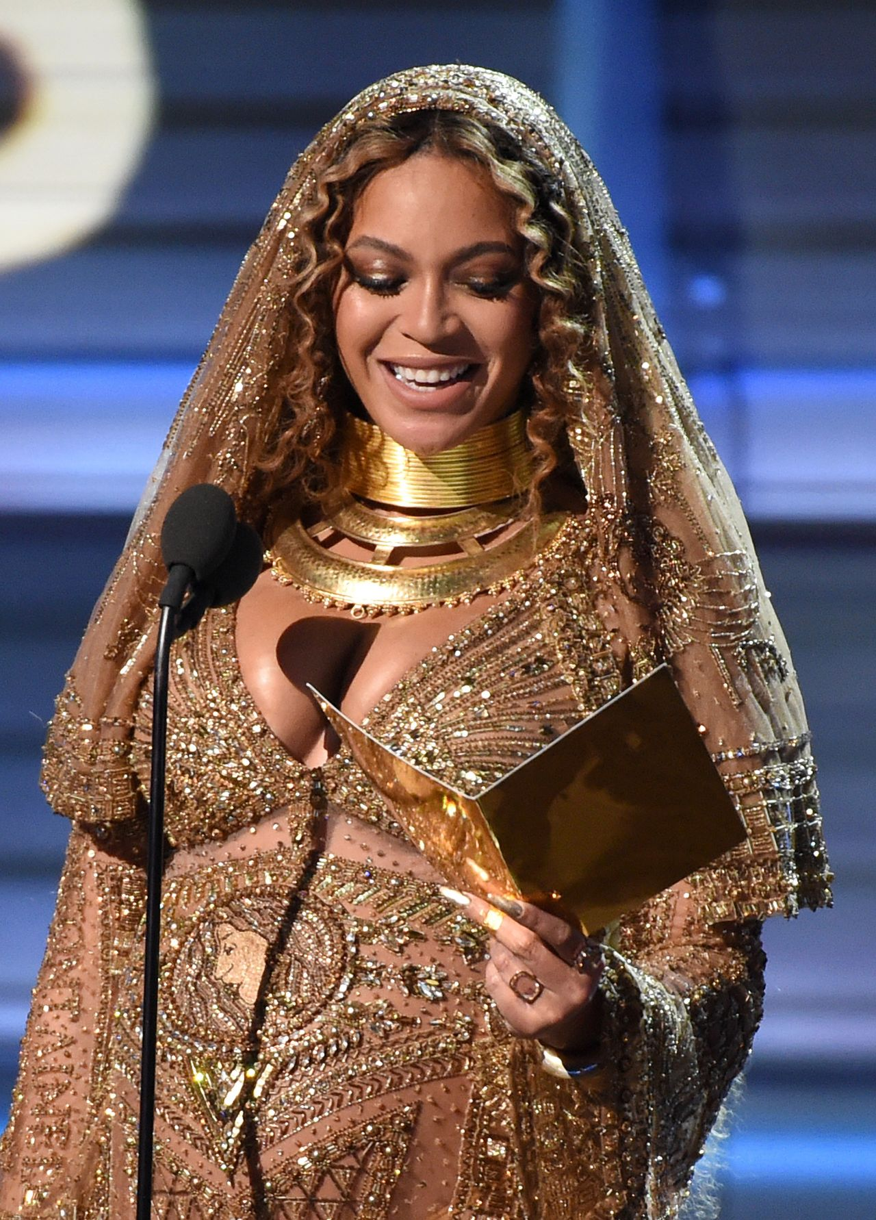 Beyoncé Performs at 59th Annual GRAMMY Awards in Los ... Beyonce
