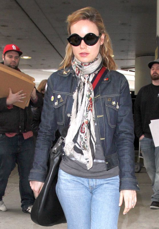 Brie Larson in Jeans at LAX airport in Los Angeles 2/27/ 2017
