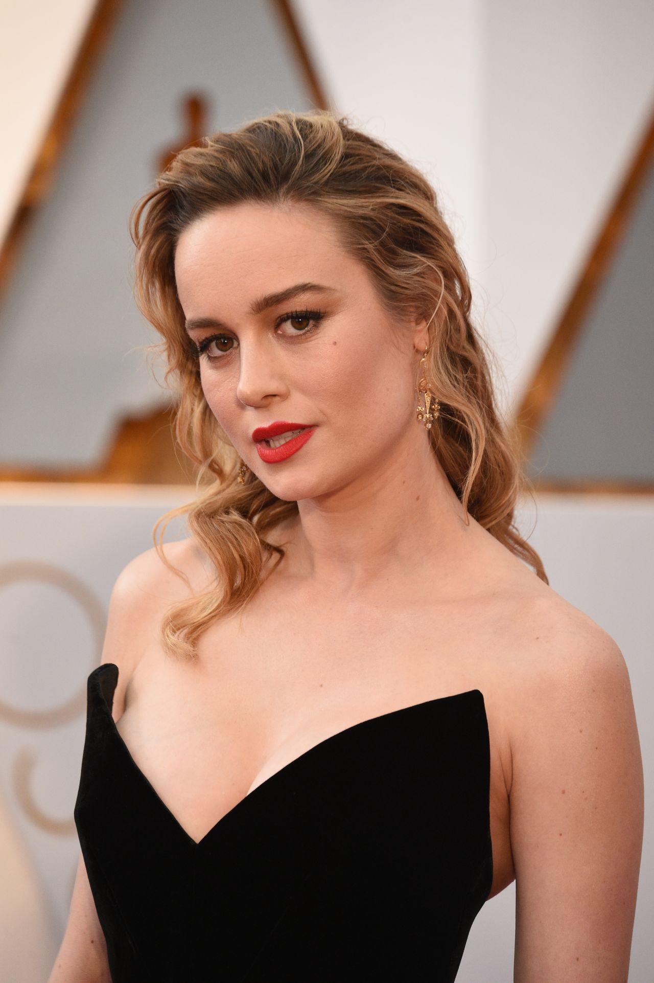 http://celebmafia.com/wp-content/uploads/2017/02/brie-larson-oscars-2017-red-carpet-in-hollywood-16.jpg