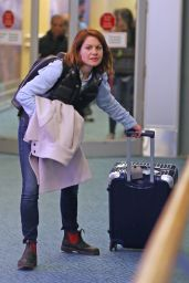 Candace Cameron-Bure - Makes Her Way Through Vancouver Int