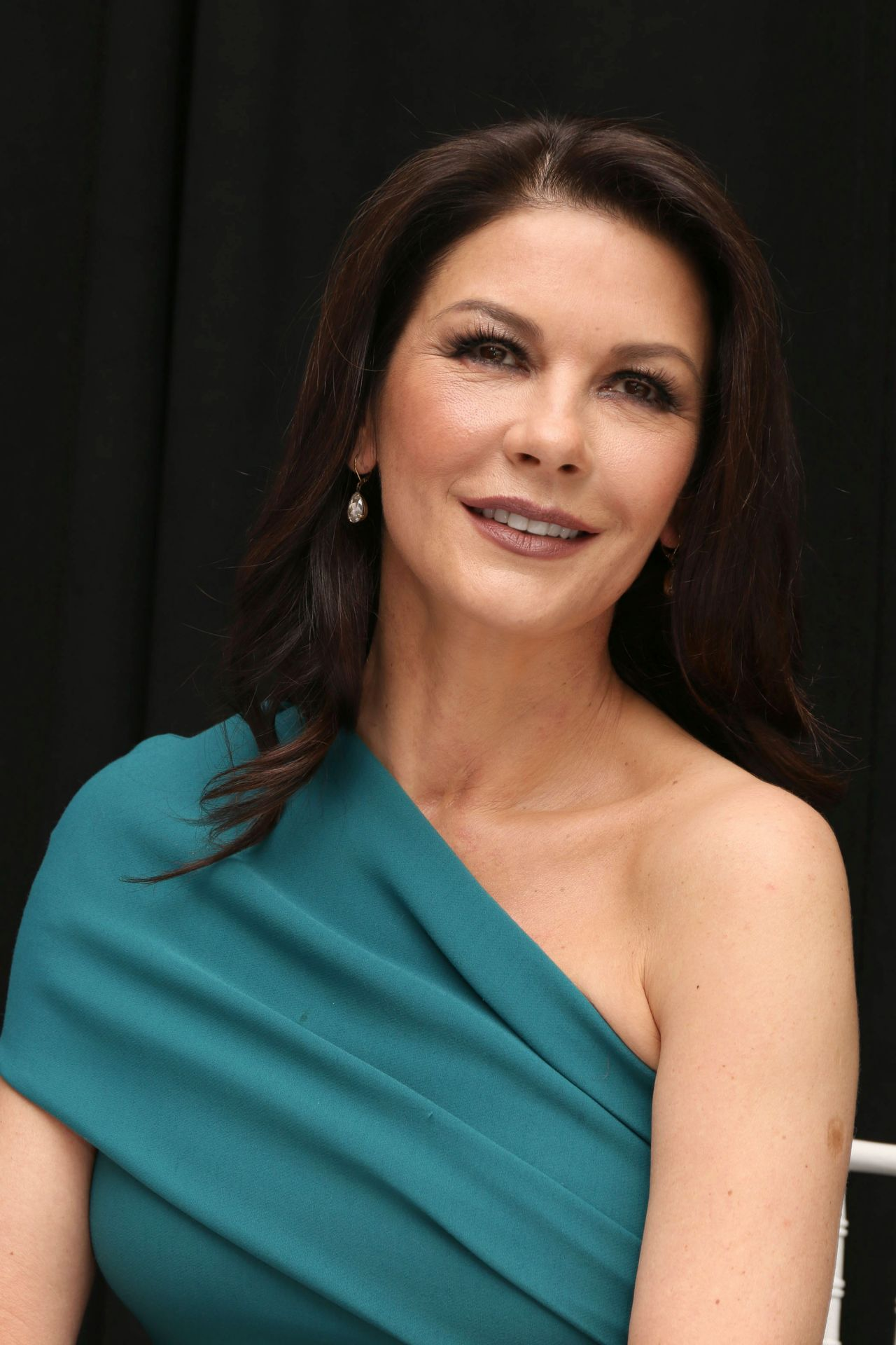 Catherine Zeta-Jones Attends 'Feud' Press Conference in ... Catherine Zeta Jones