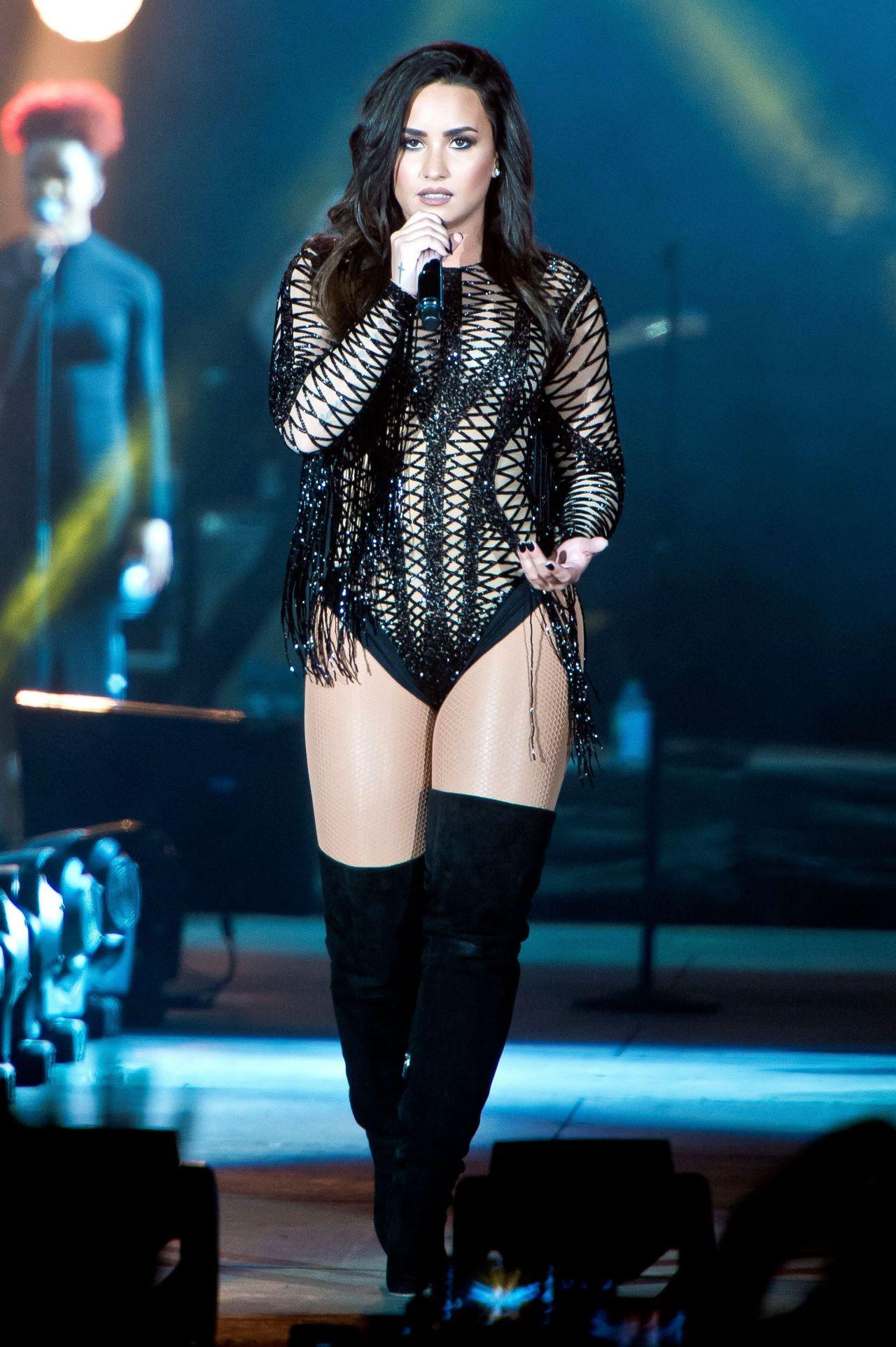 Ariana grande dangerous woman visual 1 - 3 part 3