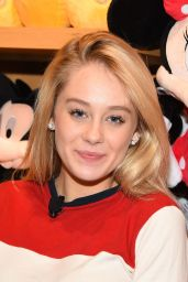 DeVore Ledridge - Disney Reads Day at the Disney Store in Glendale 2/4/ 2017