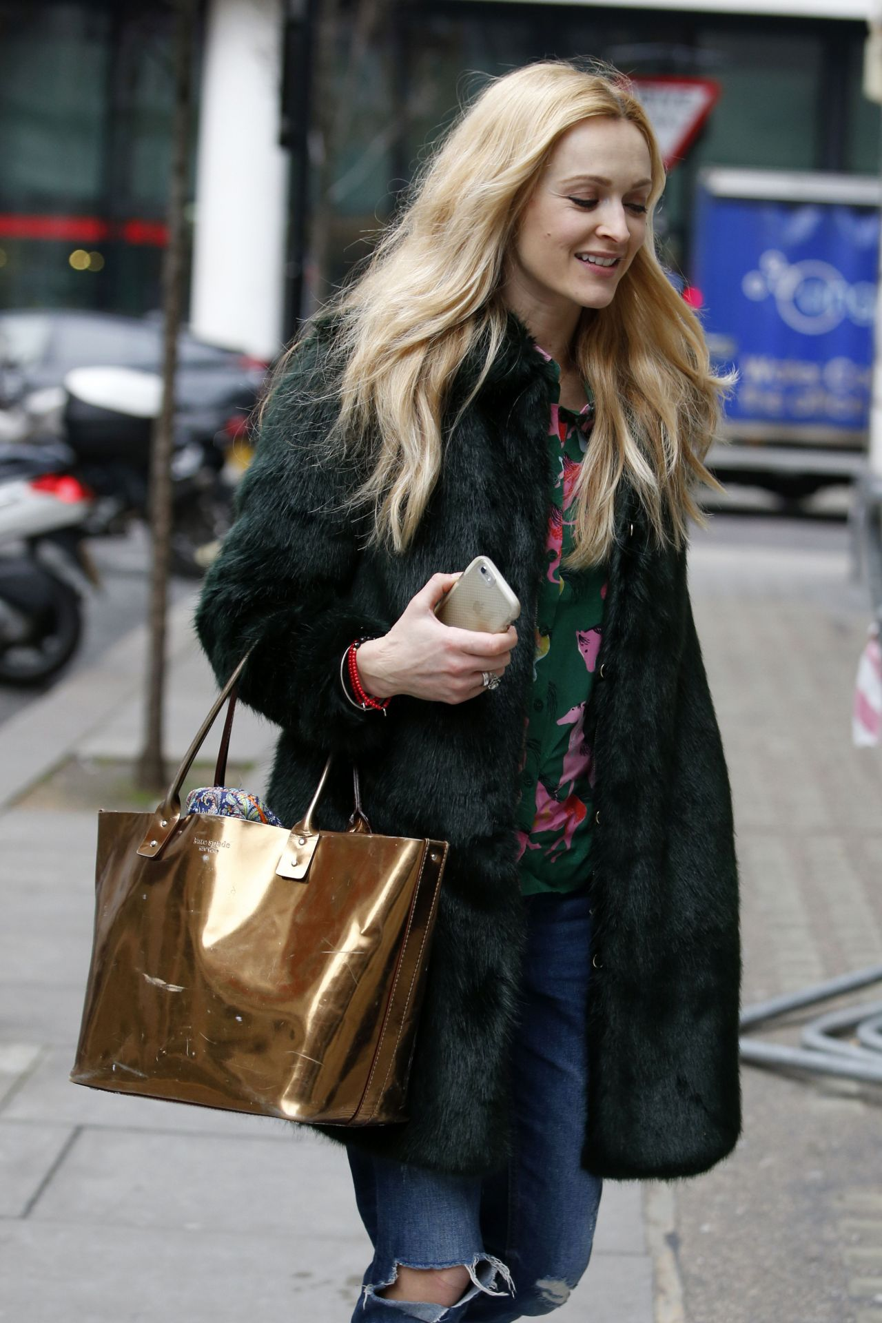 fearne cotton street style out in london uk 2 15 2017. Black Bedroom Furniture Sets. Home Design Ideas