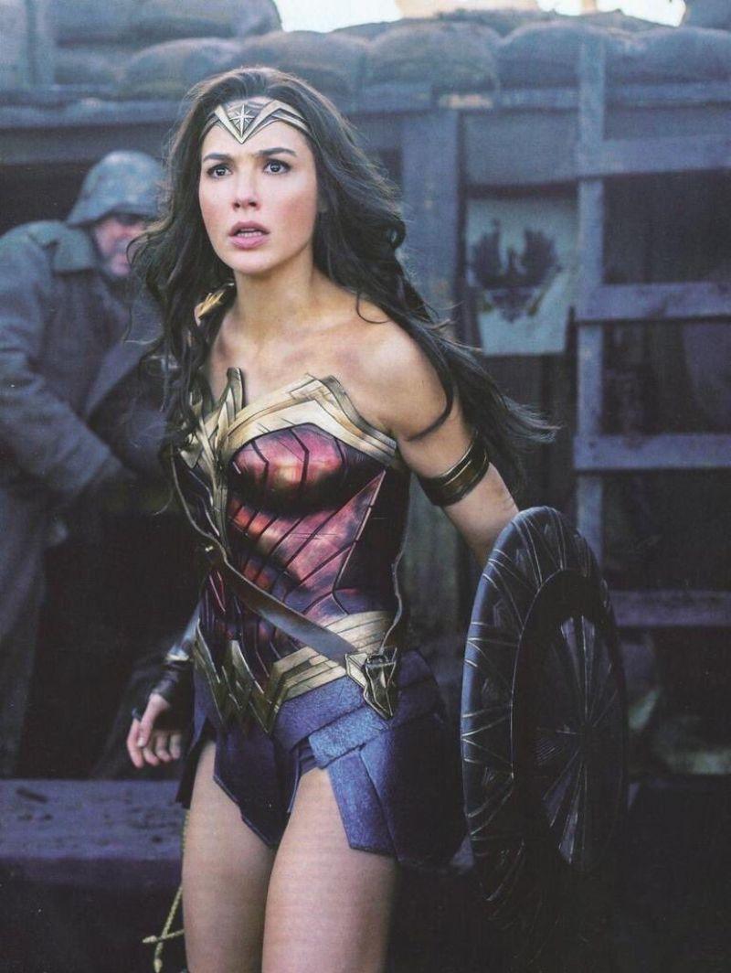 Gal Gadot Wonder Woman 2017 Posters And Photos Celebmafia