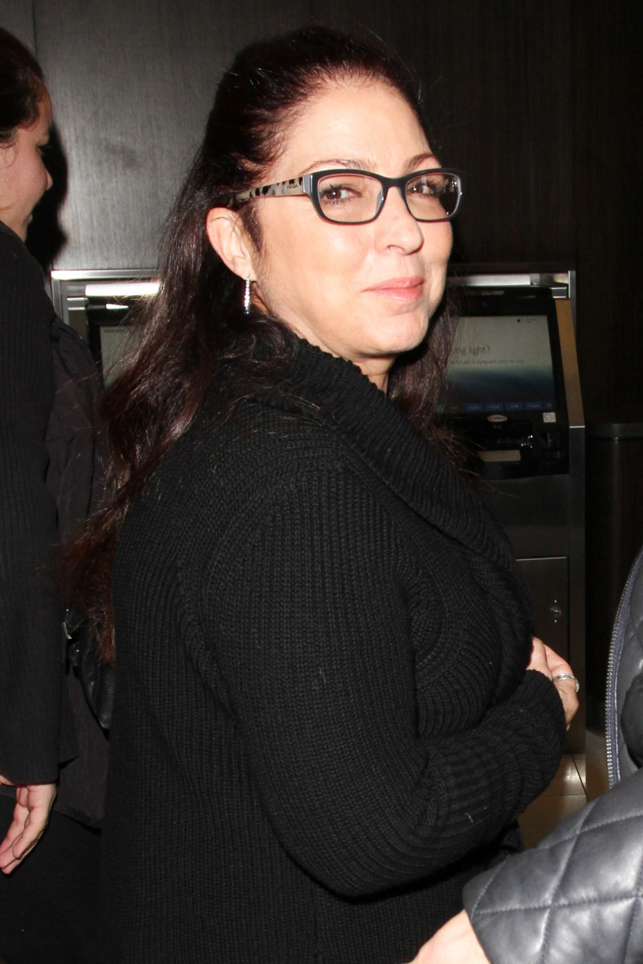 Gloria Estefan Fly Out Of Lax In Los Angeles 2 17 2017