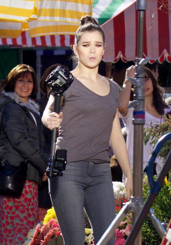 Hailee Steinfeld - Filming
