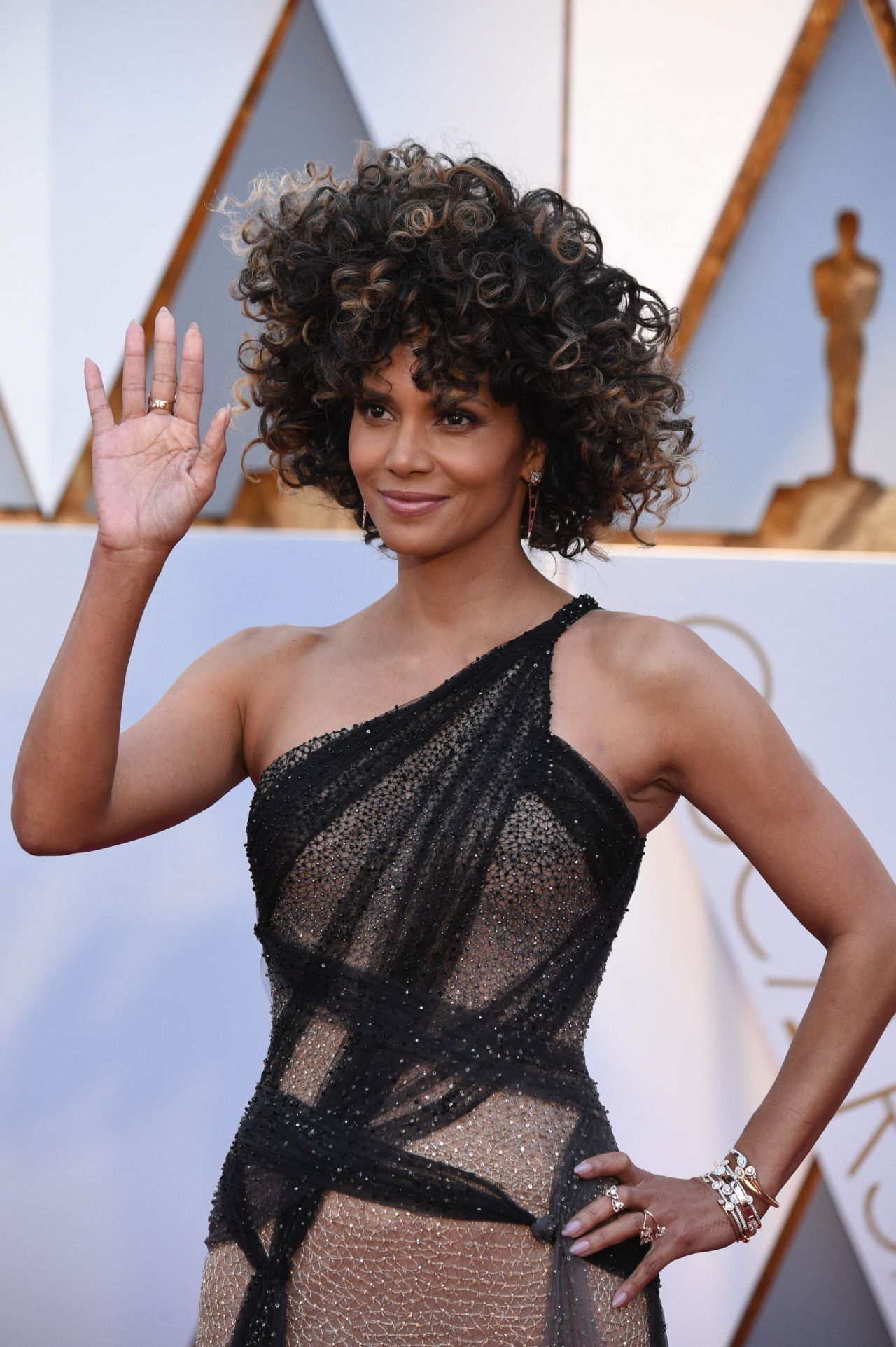 20 In The Vfx Oscar Race moreover Oscars Dates Set Through 2018 in addition Tv Remake Boom Ignoring Black  edies likewise 30742 together with Halle Berry Oscars 2017 Red Carpet Hollywood 704717. on 2015 oscar nominations list