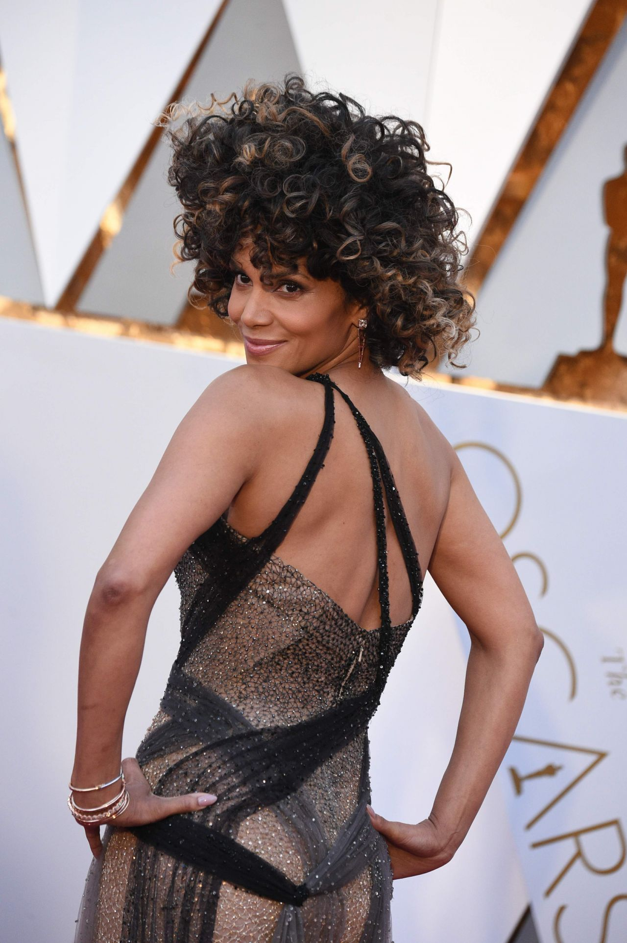 Screen Actors Guild Awards Snub Spells Bad News Joel Edgerton S Academy Award Hopes Loving besides Oscar Host Seth Macfarlane Joins Emma likewise Kuttram Kadithal In Oscar Nomination Fray as well What Bafta Noms Mean For The Oscars likewise Halle Berry Oscars 2017 Red Carpet Hollywood 704717. on oscar nominations 2016 announcement