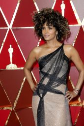 Halle Berry – Oscars 2017 Red Carpet in Hollywood
