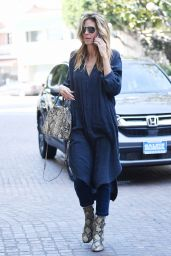 Heidi Klum Casual Style - on Her Way Into a Beverly Hills Beauty Salon 2/25/ 2017