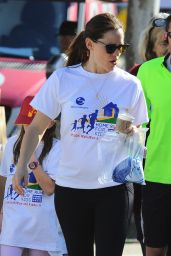 Jennifer Garner - Runs a Marathon in Los Angeles 2/12/ 2017