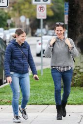 Jennifer Garner Street Style - Shopping at Williams Sonoma in Santa Monica 2/7/ 2017