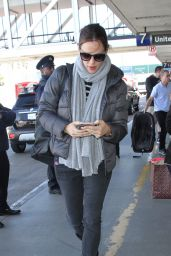 Jennifer Garner Travel Style - LAX Airport in Los Angeles 2/23/ 2017