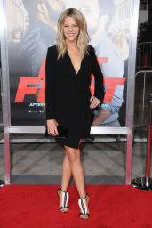 Kaitlin Olson - Fist Fight Premiere in Westwood 2/13/ 2017