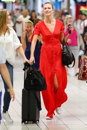 Karlie Kloss at Sydney International Airport 1/30/ 2017