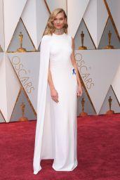 Karlie Kloss – Oscars 2017 Red Carpet in Hollywood