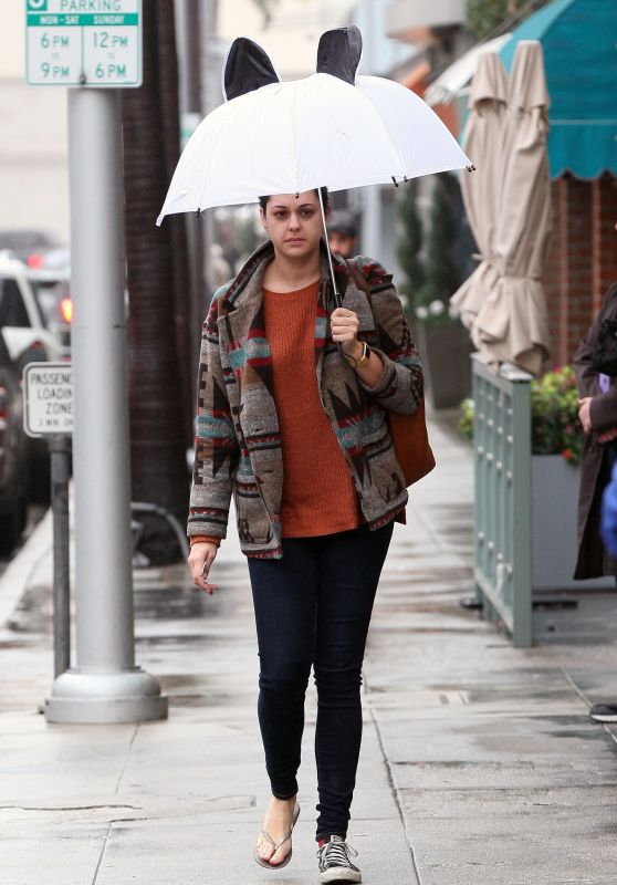 Kelen Coleman - Gets Caught in The Rain in Beverly Hills 2/7/ 2017