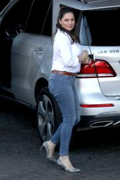 Kelly Brook Booty in Jeans - Out in West Hollywood 2/23/ 2017