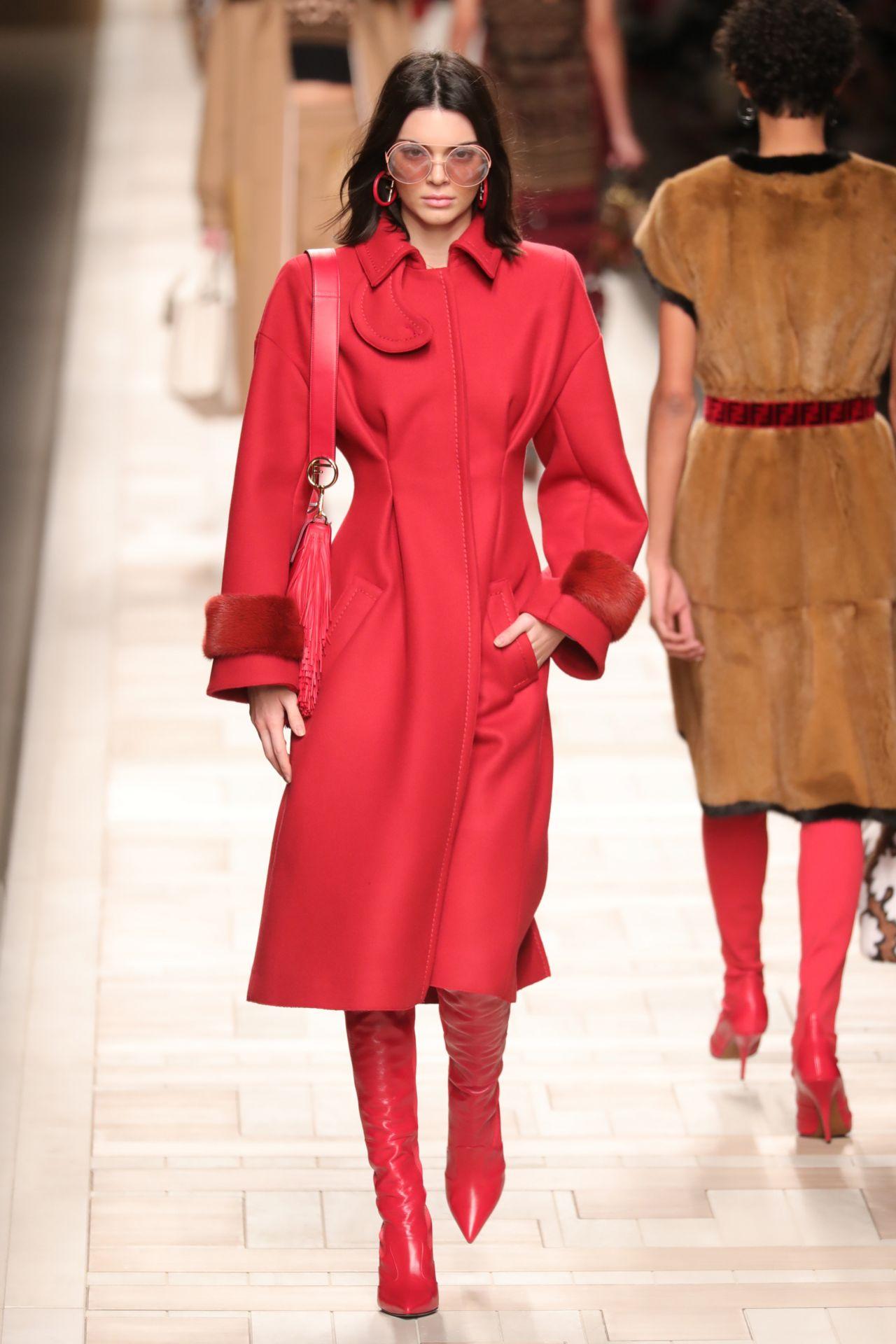 Kendall Jenner Supermodel Runway Walk At Milan Fashion