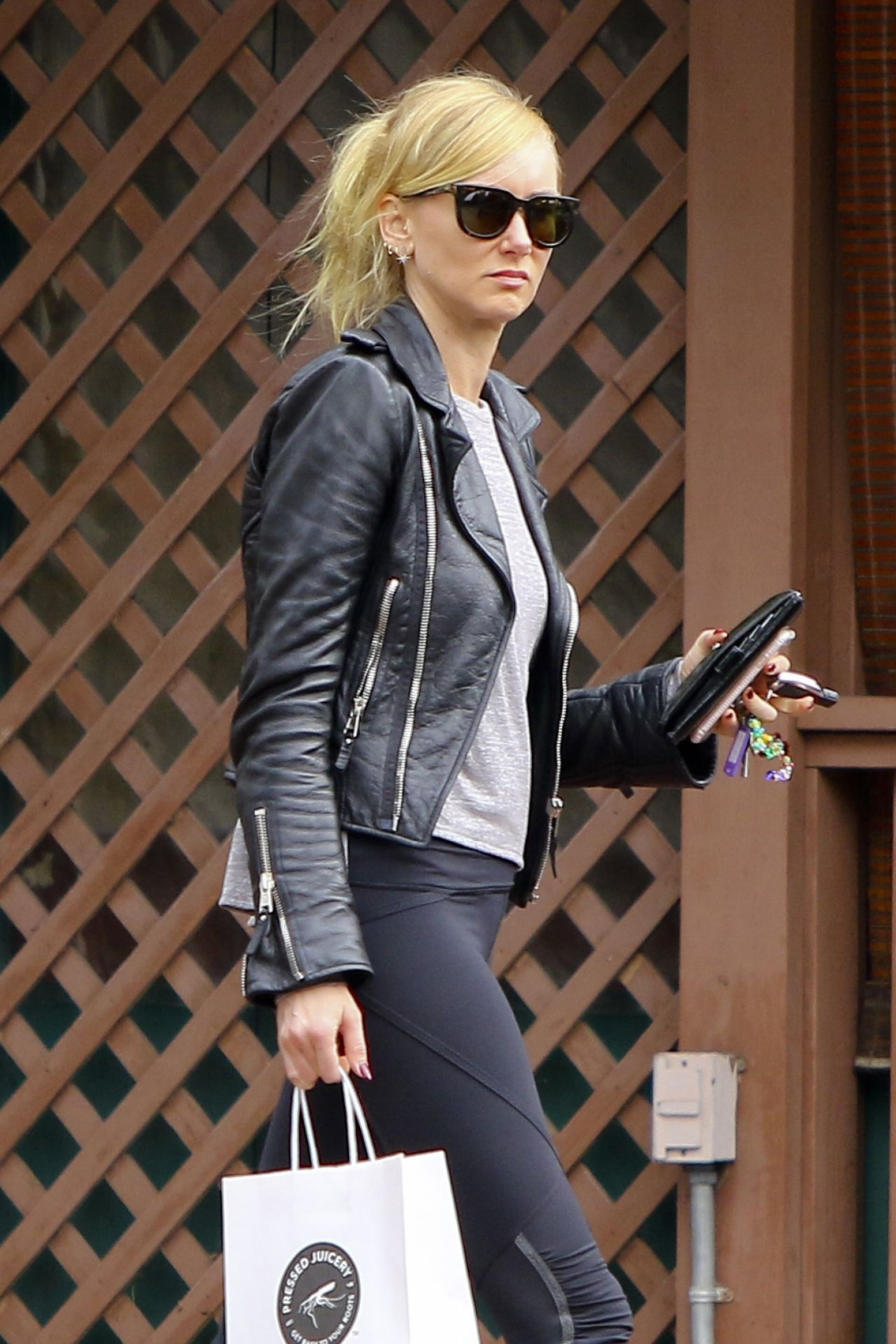 Kimberly Stewart In Leggings Shopping In West Hollywood