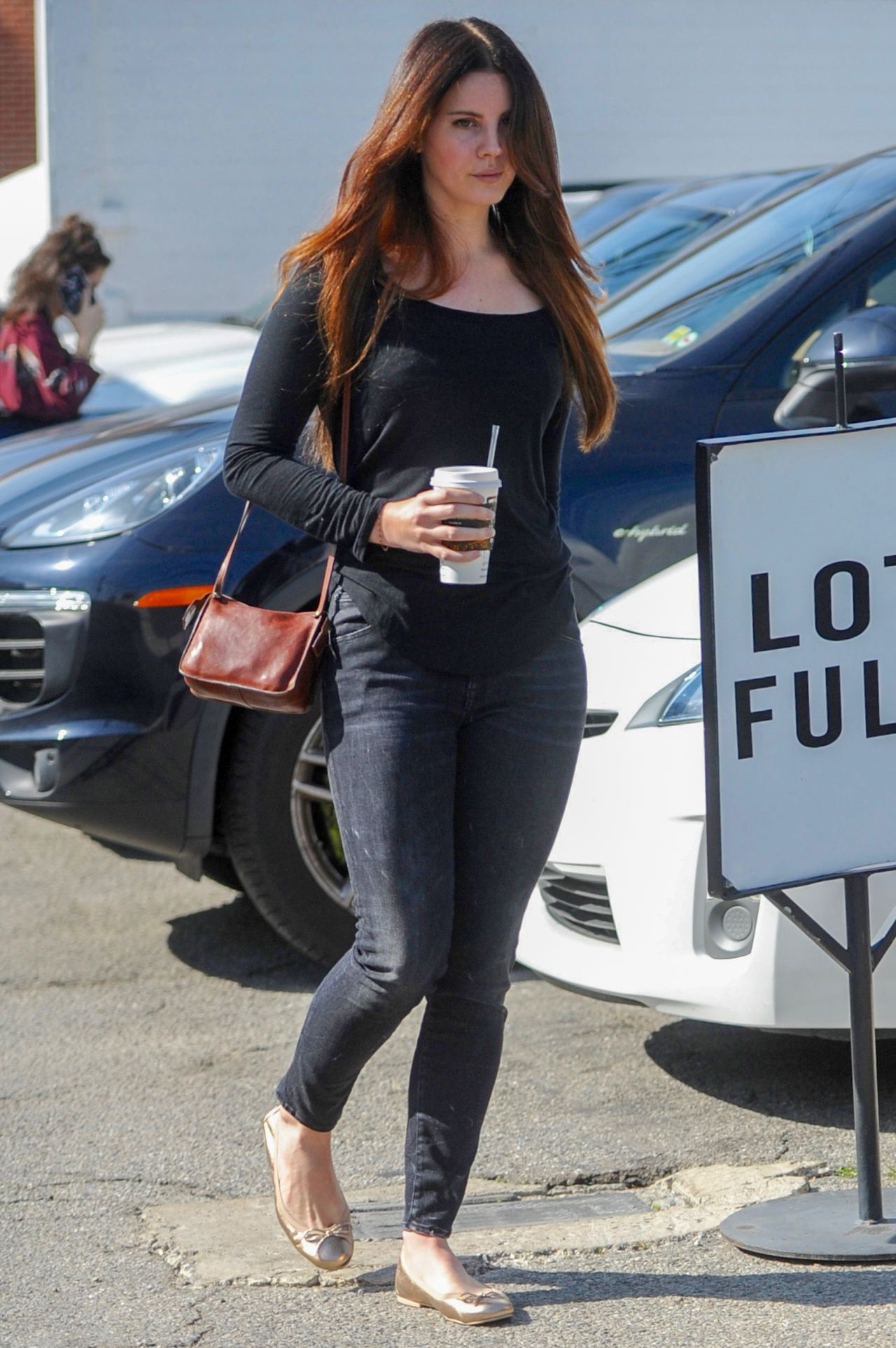 Lana Del Rey Leaving A Hair Salon In Beverly Hills 2 1 2017