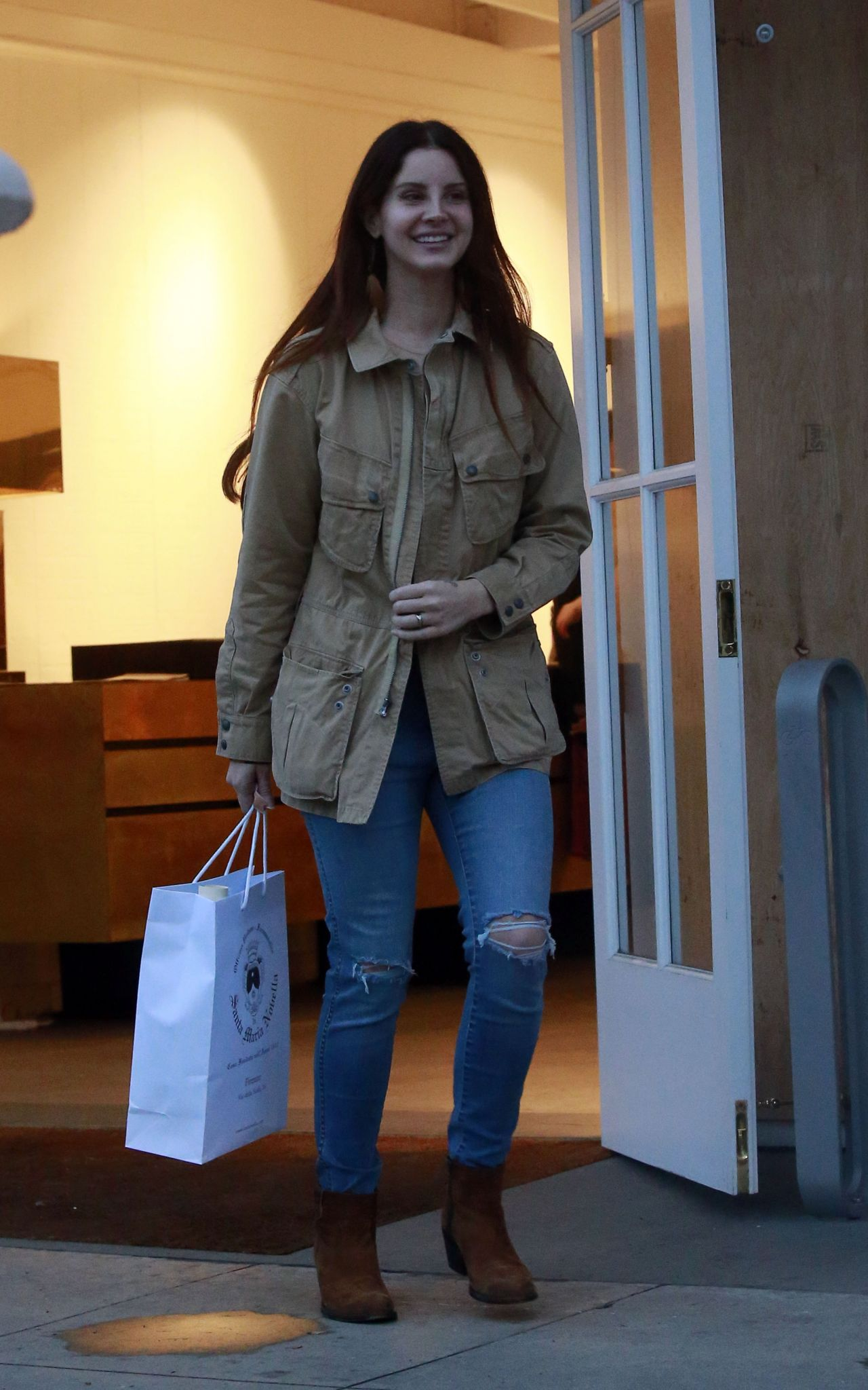 Lana Del Rey - Shopping on Melrose Avenue in Los Angeles 2 ...