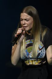 LeAnn Rimes - Performing at The Bridgewater Hall in Manchester 2/20/ 2017