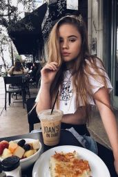 Lexee Smith - Social Media Pics 2/6/ 2017