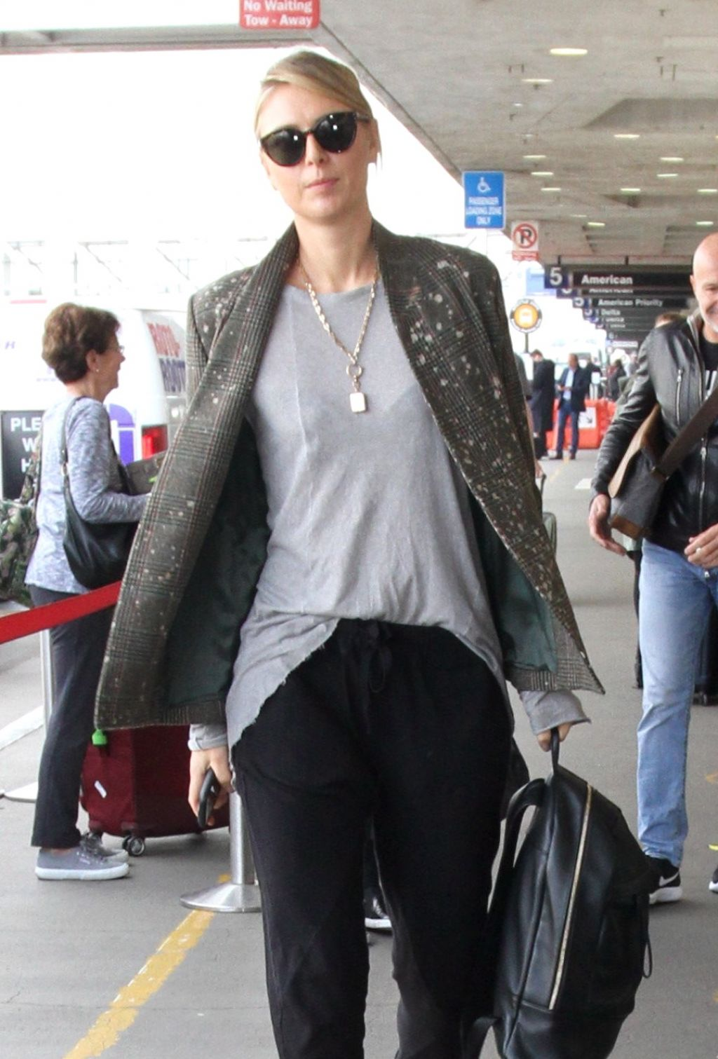 Maria Sharapova at LAX Airport in Los Angeles 2 8  2017 93021b9c0a7