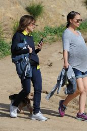 Natalie Portman - Out For a Morning Hike in Los Feliz 2/15/ 2017