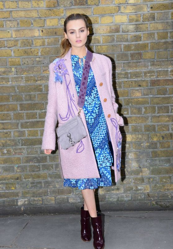 Niomi Smart - Mulberry Show at London Fashion Week 2/19/ 2017