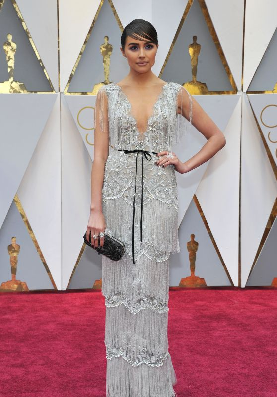 Olivia Culpo – Oscars 2017 Red Carpet in Hollywood