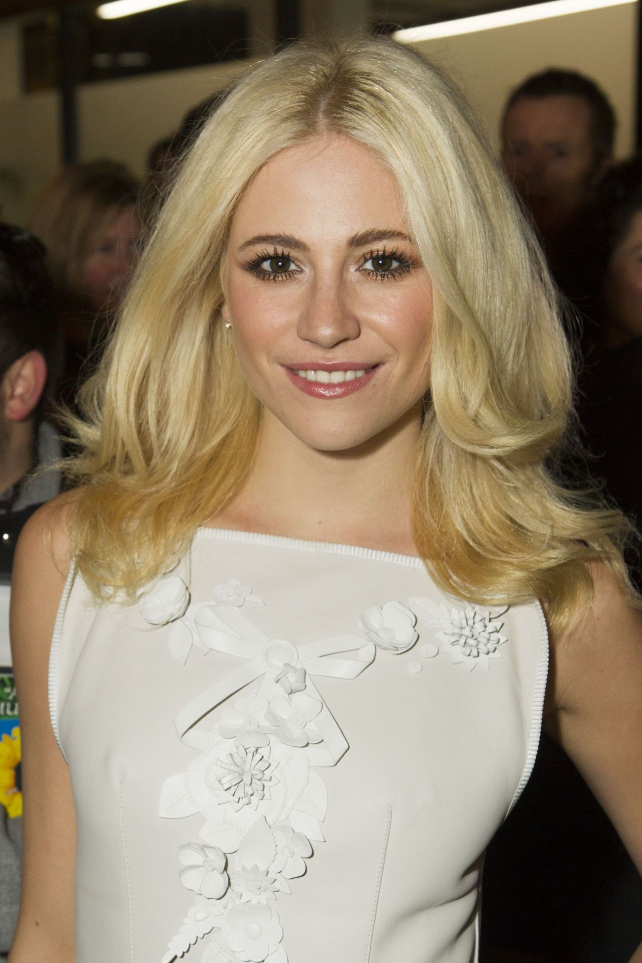 Are pixie lott and harry styles dating games 1