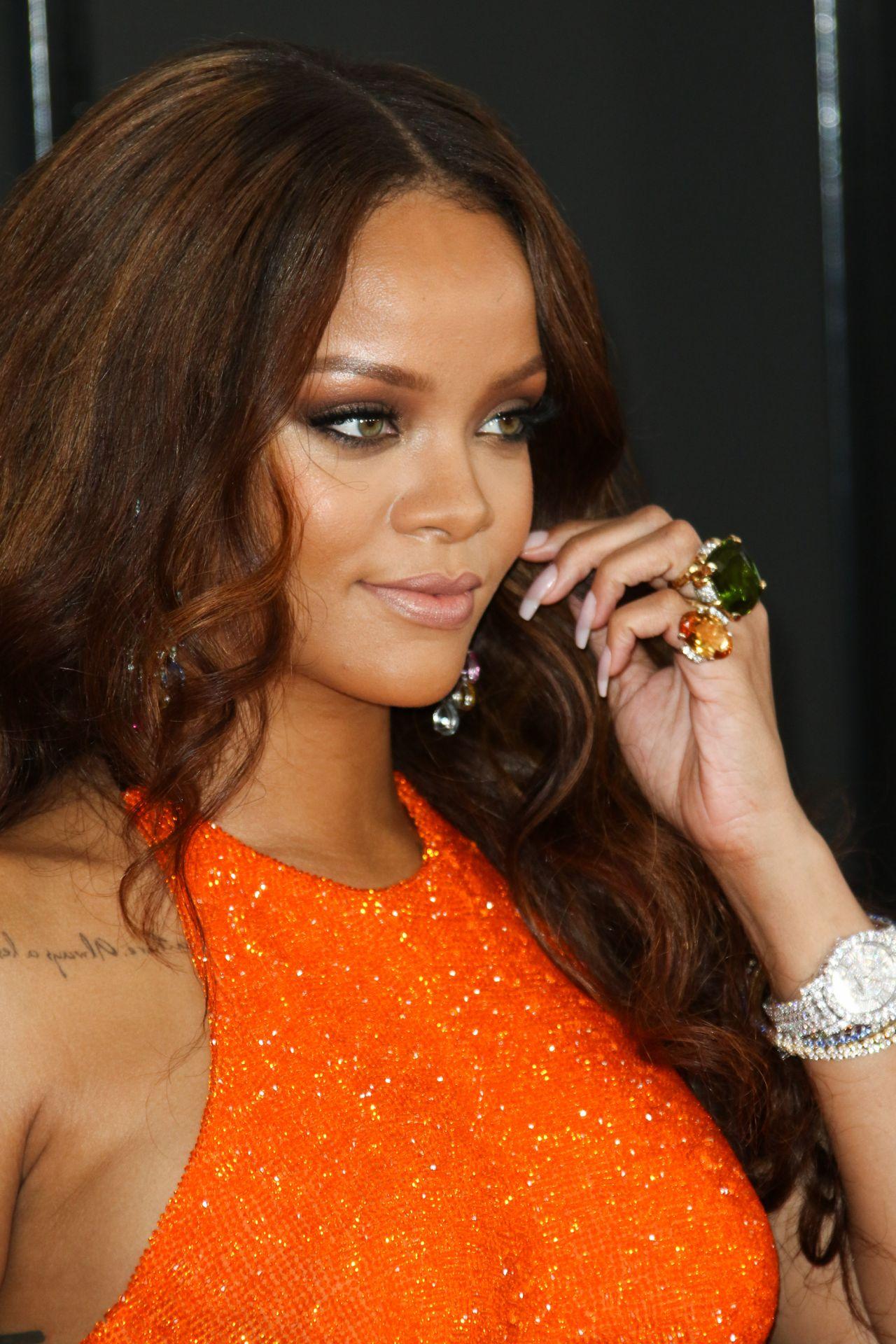 Rihanna on Red Carpet – GRAMMY Awards in Los Angeles 2/12 ... Rihanna