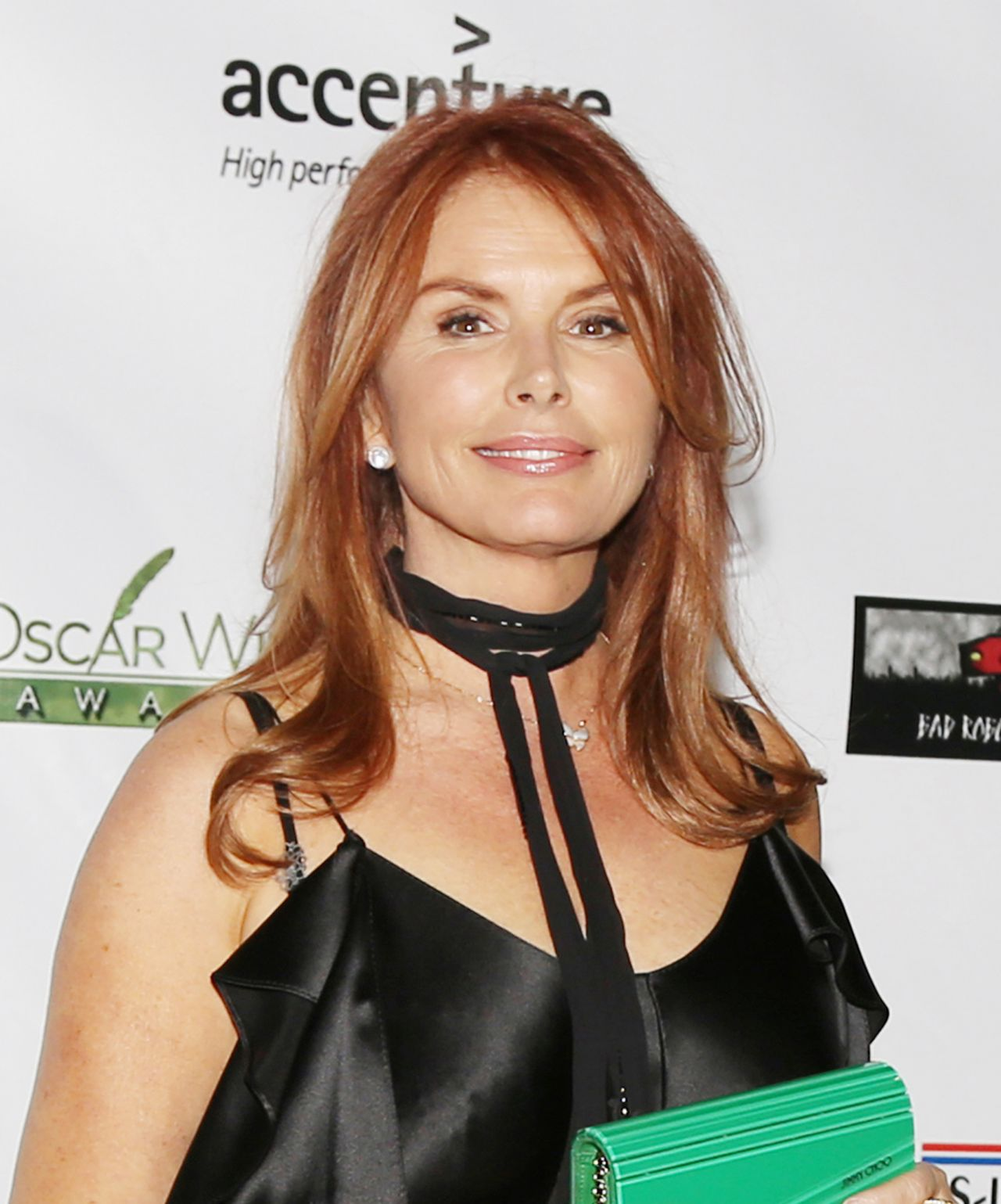Roma Downey Oscar Wilde Awards Santa Monica 223 2017 702117 furthermore Carta De Un C esino A Oscar Ivan Zuluaga besides Funcionamiento Del Switch Y Del Router further Tina Fey Suffers Nip Slip Accident In Tight Blue D furthermore Muchas Gracias Por Los Saludos. on oscar rodriguez b