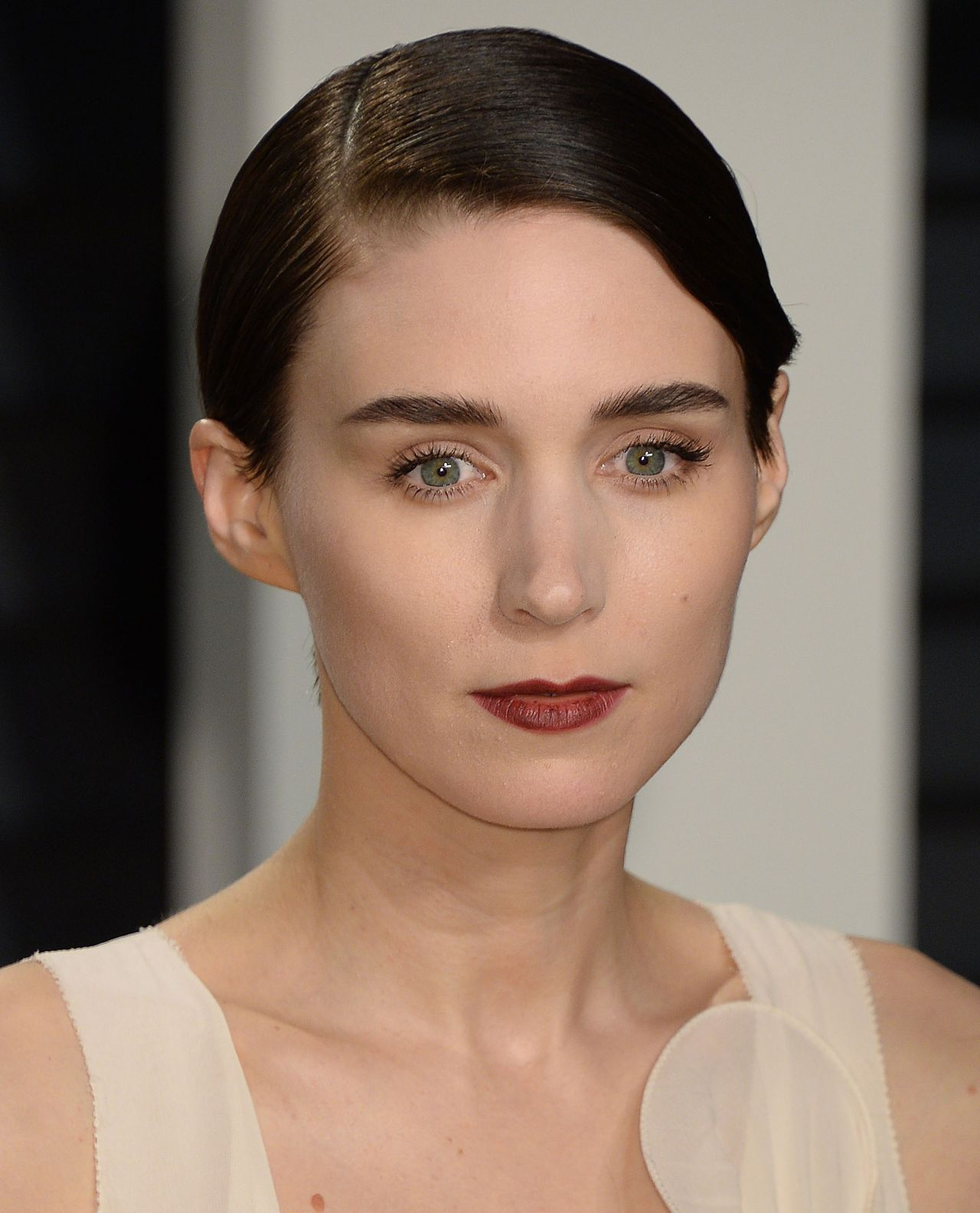 How Rooney Mara Does Messy Hair: A Study in Casual ...  |Rooney Mara