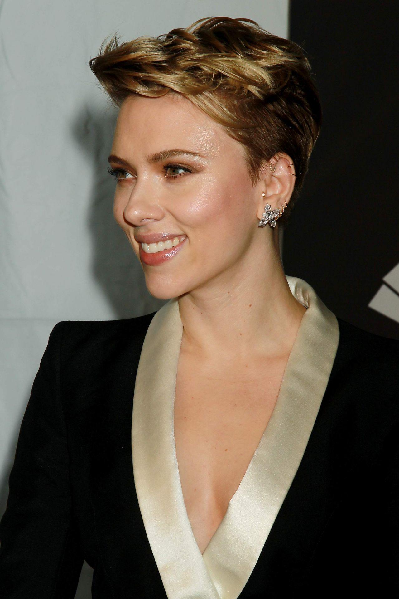 Scarlett Johannson - a...