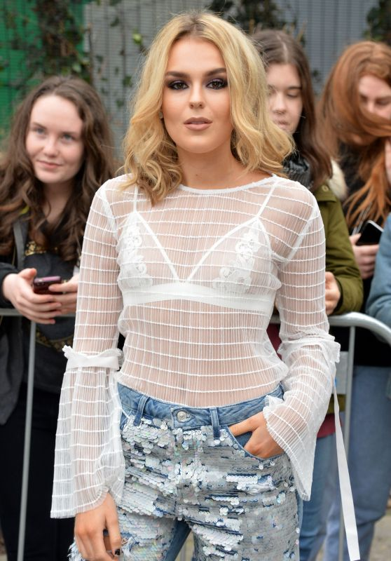 Tallia Storm – Topshop Unique Show at London Fashion Week 02/19/ 2017