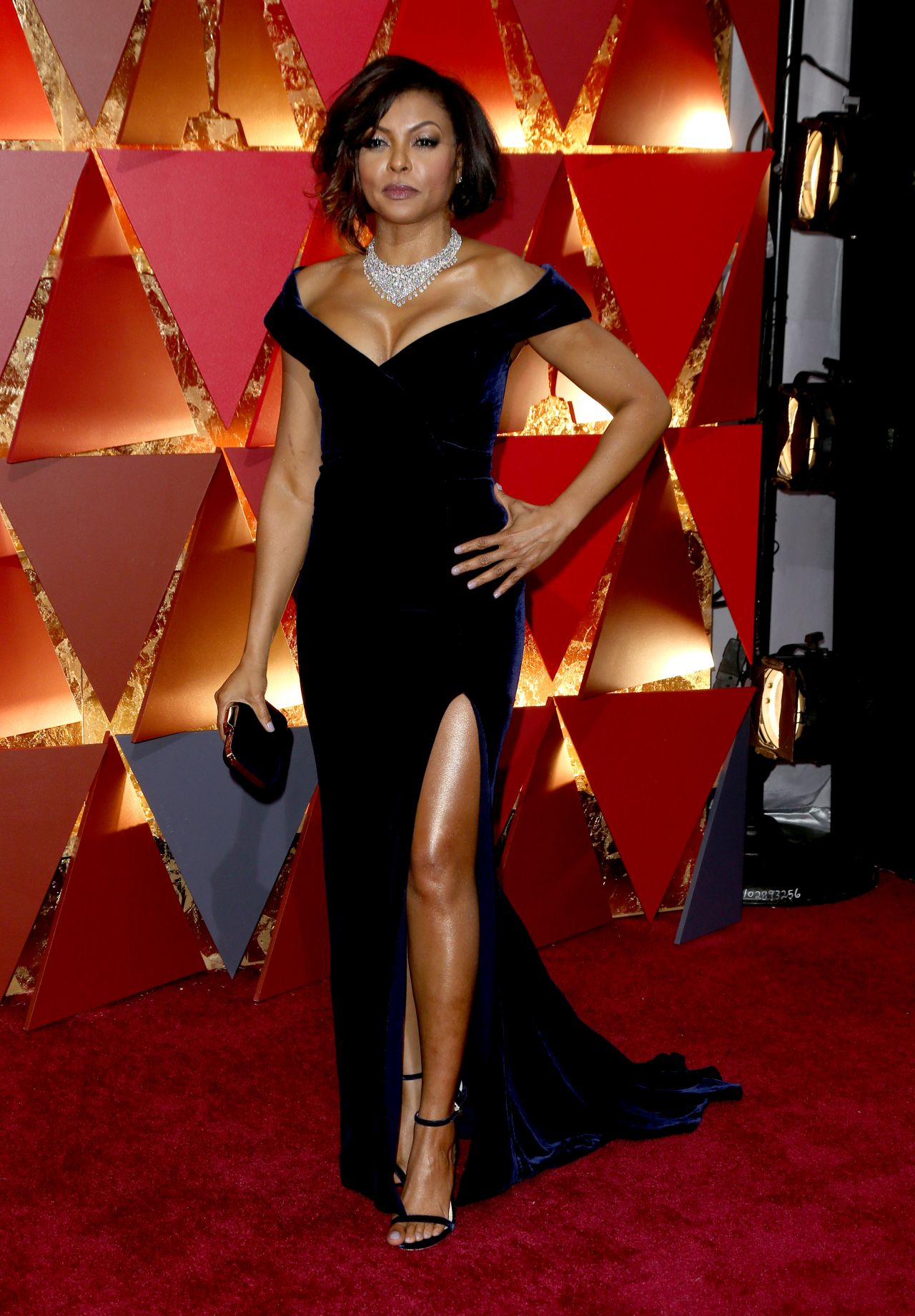 http://celebmafia.com/wp-content/uploads/2017/02/taraji-p.-henson-oscars-2017-red-carpet-in-hollywood-7.jpg
