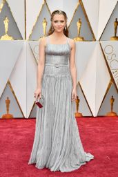 Teresa Palmer – Oscars 2017 Red Carpet in Hollywood