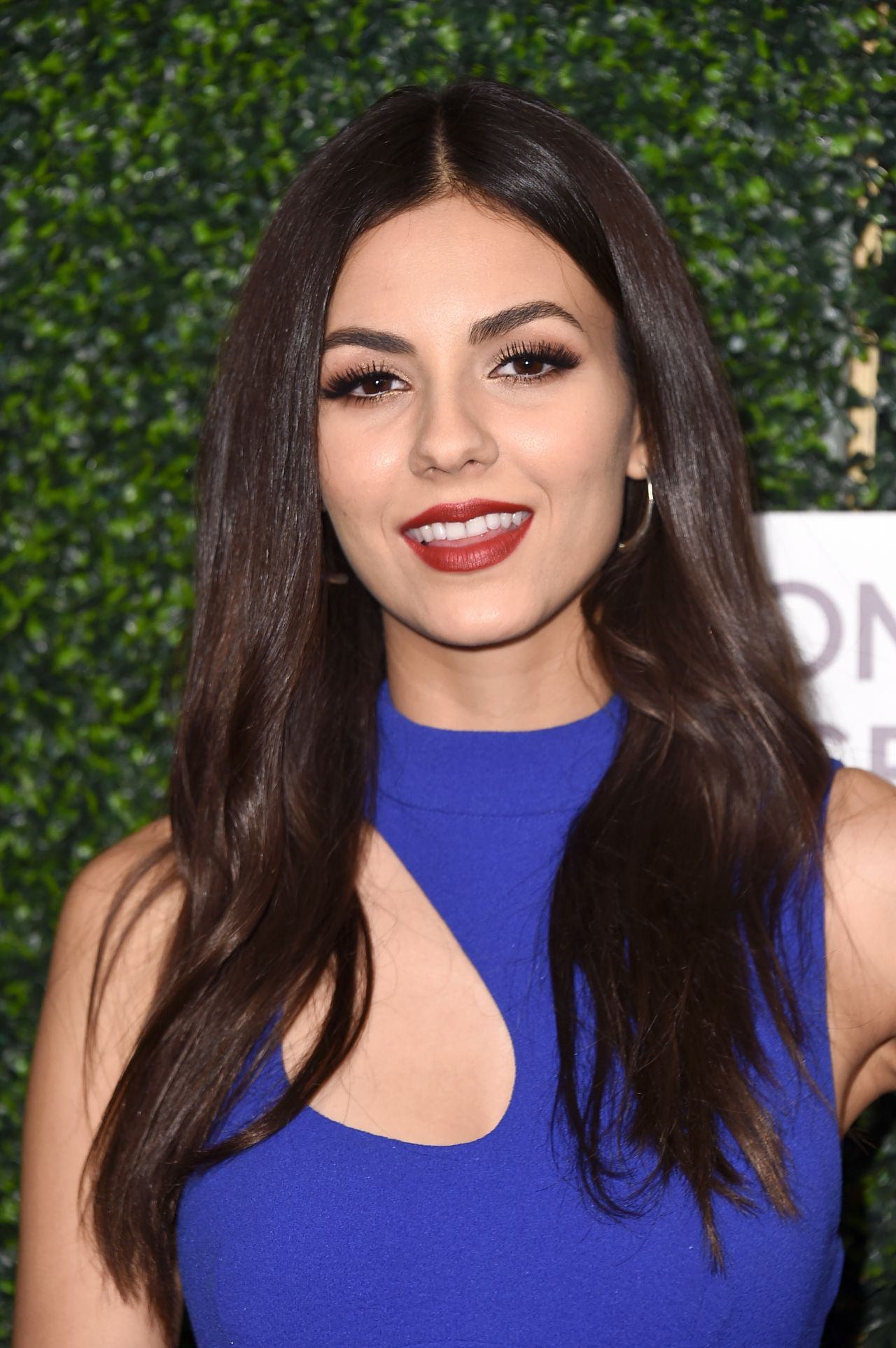 Victoria Justice Women S Cancer Research Fund Hosts An