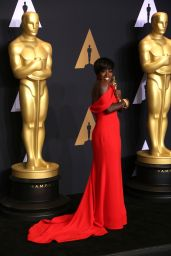 Viola Davis Wins Best Supporting Actress at Oscars 2017