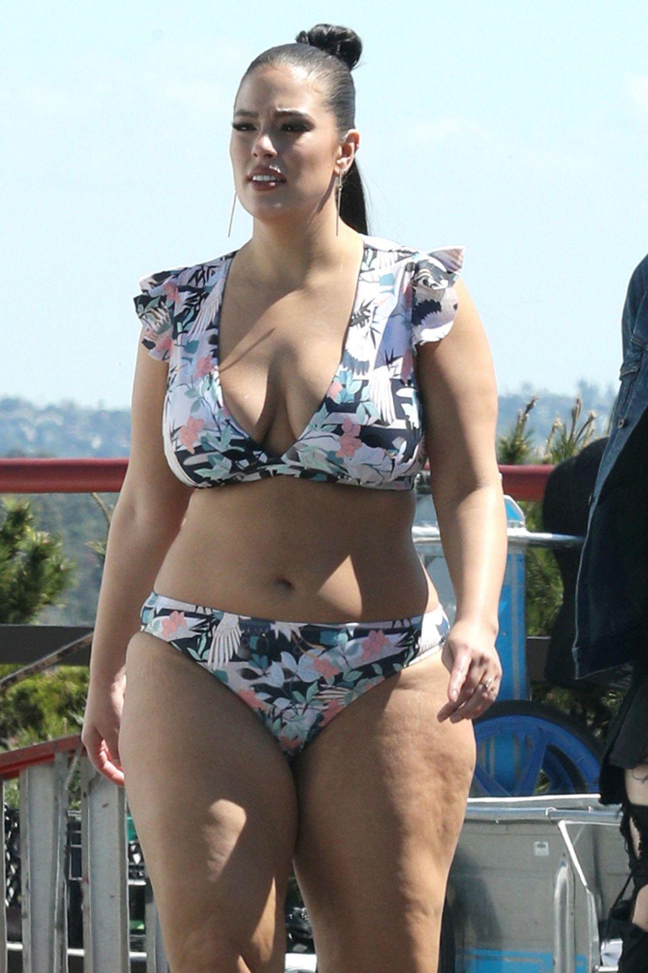 Ashley Graham In A Floral Bikini - Photoshoot In Los -7126