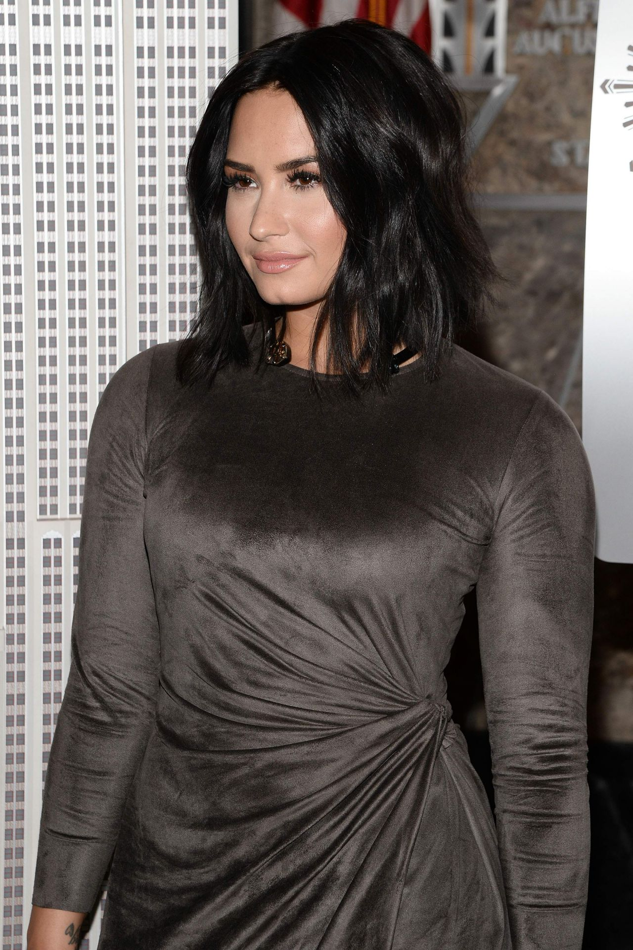 Demi Lovato At The Empire State Building In Nyc 3 20 2017