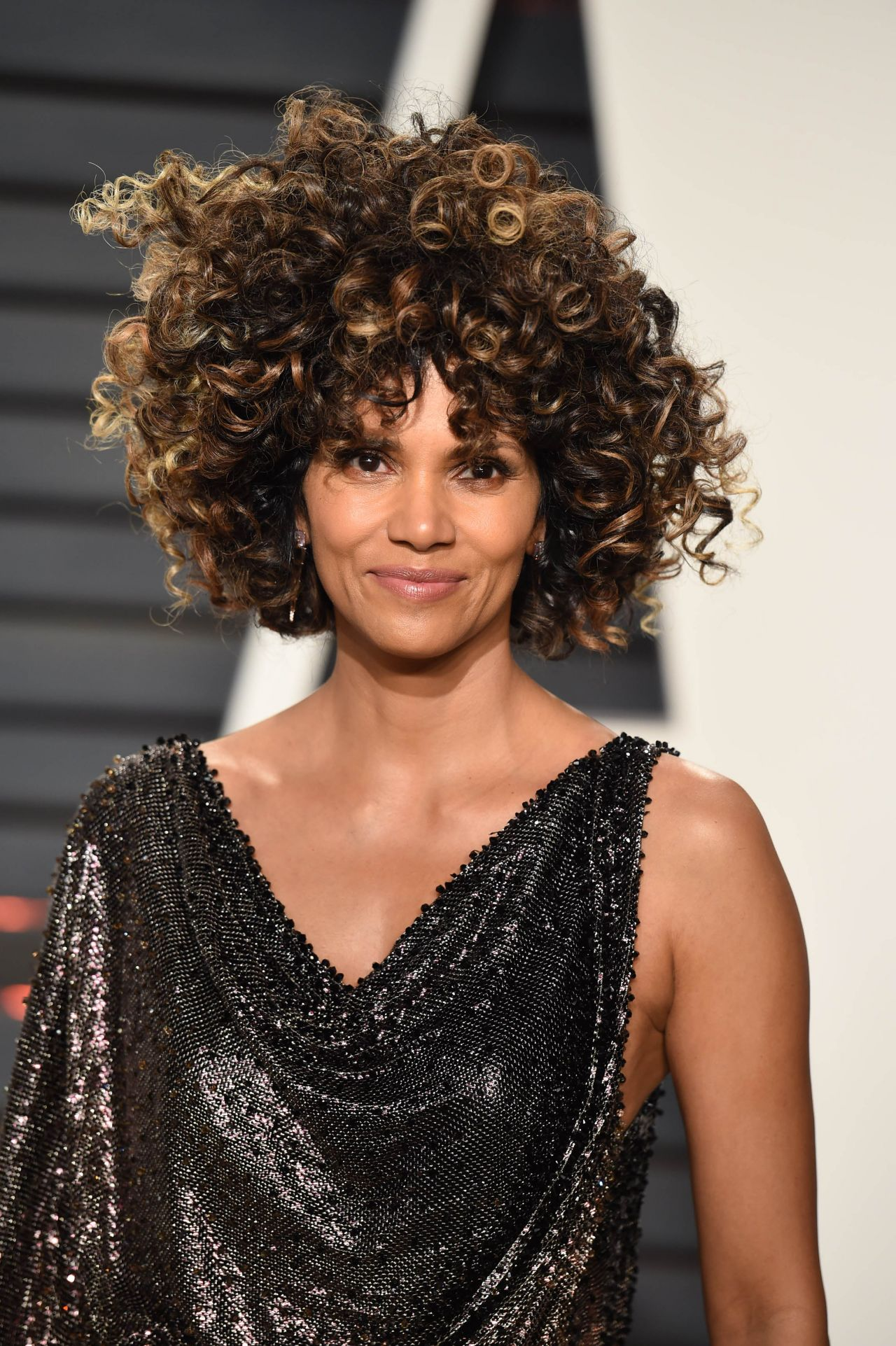Halle Berry At Vanity Fair Oscar 2017 Party In Los Angeles
